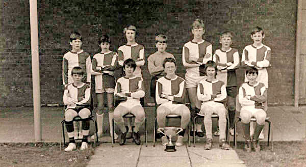 The under-16's football team, 1972